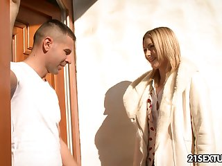 Whorish blonde Alice Marshall gives a good blowjob before anal sex