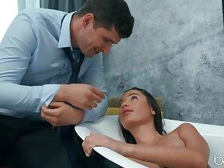 Romantic BathTub Bang w Naturally Busty Liya