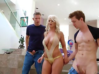 Filled to the gunwales wild MILF with heavy bubble ass wanna some hardcore threesome