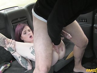 Tattooed bomb Chloe Carter gets her pussy pounded in the hansom cab cab