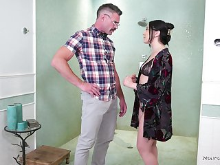 Bootyful masseuse Mandy Muse is serving married man like nobody if not before