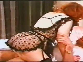 One milf who really knows on the other hand to make love to a cock with her mouth.