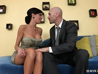 Mature mommy Veronica Avluv with law tits fucked surpassing the couch