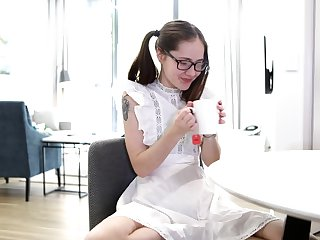 Charming nerdy Eva May is jilling gone her pussy