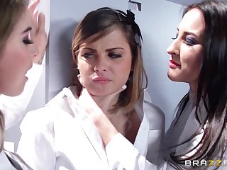 Pussy and nuisance fingering threesome with lesbo babe Bunny Immunity